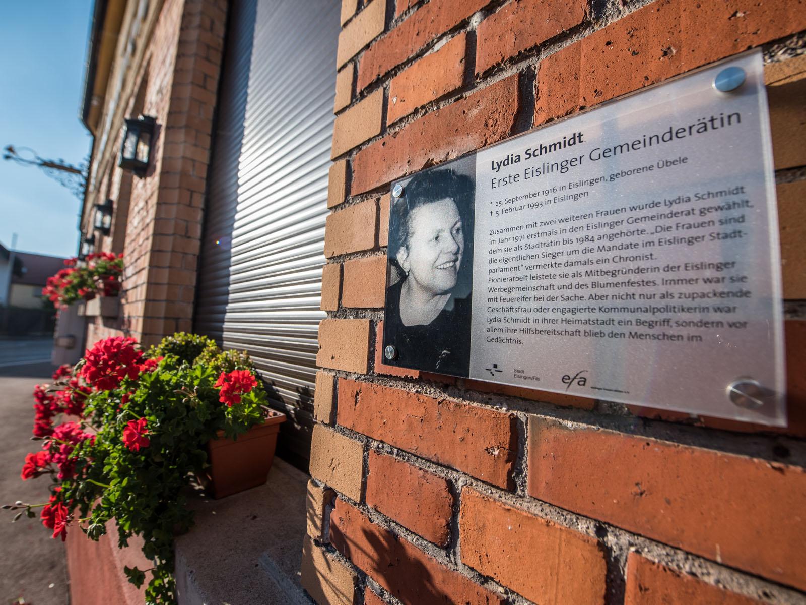 Gedenktafel von Lydia Schmidt an der Gaststätte Waldhorn