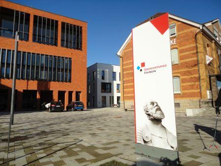Startpunkt des Geschichtspfads vor dem Rathaus