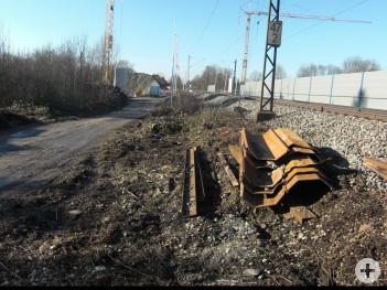 Blühstreifen an der Osttangente (südlich der Bahnlinie) vor der Pflanzaktion - eine triste Brachfläche