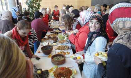 Einladung zum Internationalen Frauenfrühstück
