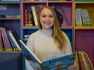 Anastasia Scheklein, neue  Mitarbeiterin in der Stadtbücherei