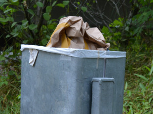 Mülleimer im Außenbereich