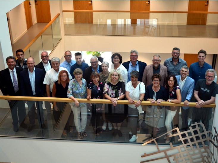 Gruppenfoto der Mitglieder des Gemeinderats