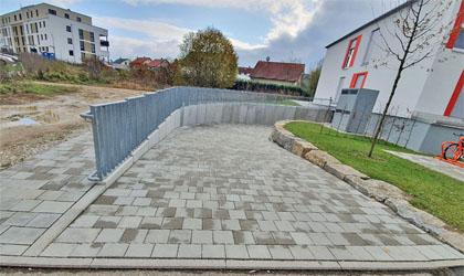Einfahrt in die Tiefgarage an der Holzheimer Straße 35/37
