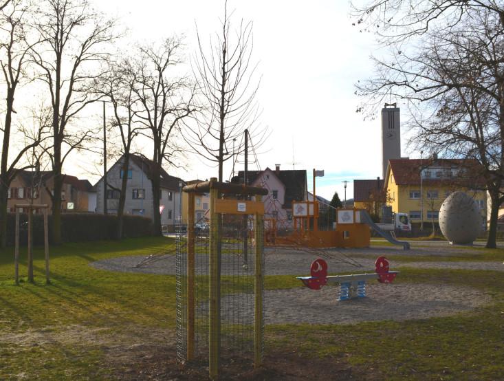 Baumspende für den Schillerplatz des Internationalen Kreativtreffs Eislingen
