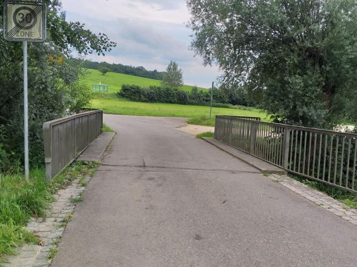 Die Zufahrtsbrücke nach Eschenbäche