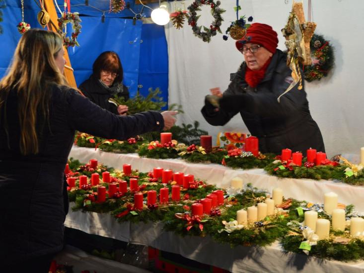 Ein Weihnachtsmarktstand